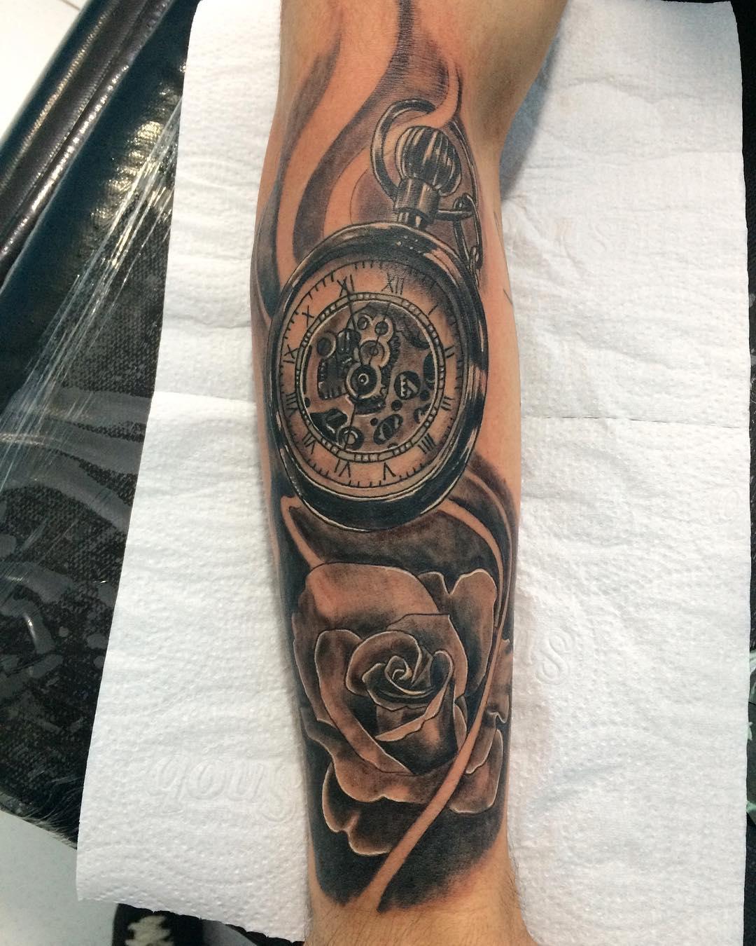 盛先生小臂写实玫瑰机械表纹身图案